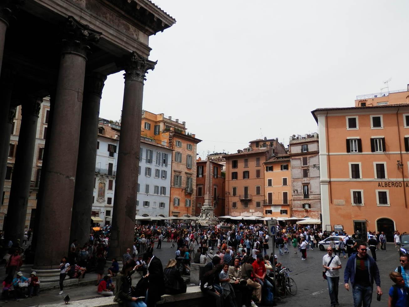 La place du Panthéon (qui est fermé et que je verrai donc un autre jour).