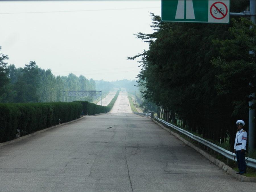 Cette autoroute est interdite aux vélos : ils risqueraient de se faire écraser par la circulation.