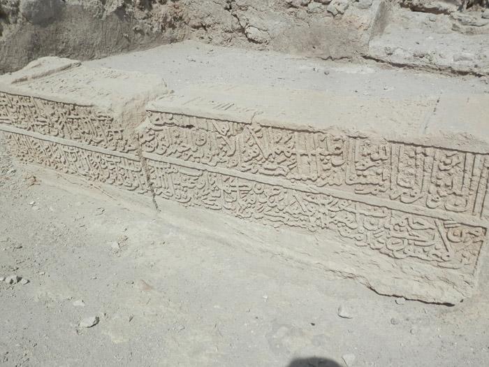 Des fouilles archéologiques sont en cours. Voici un vestige de la première mosquée.