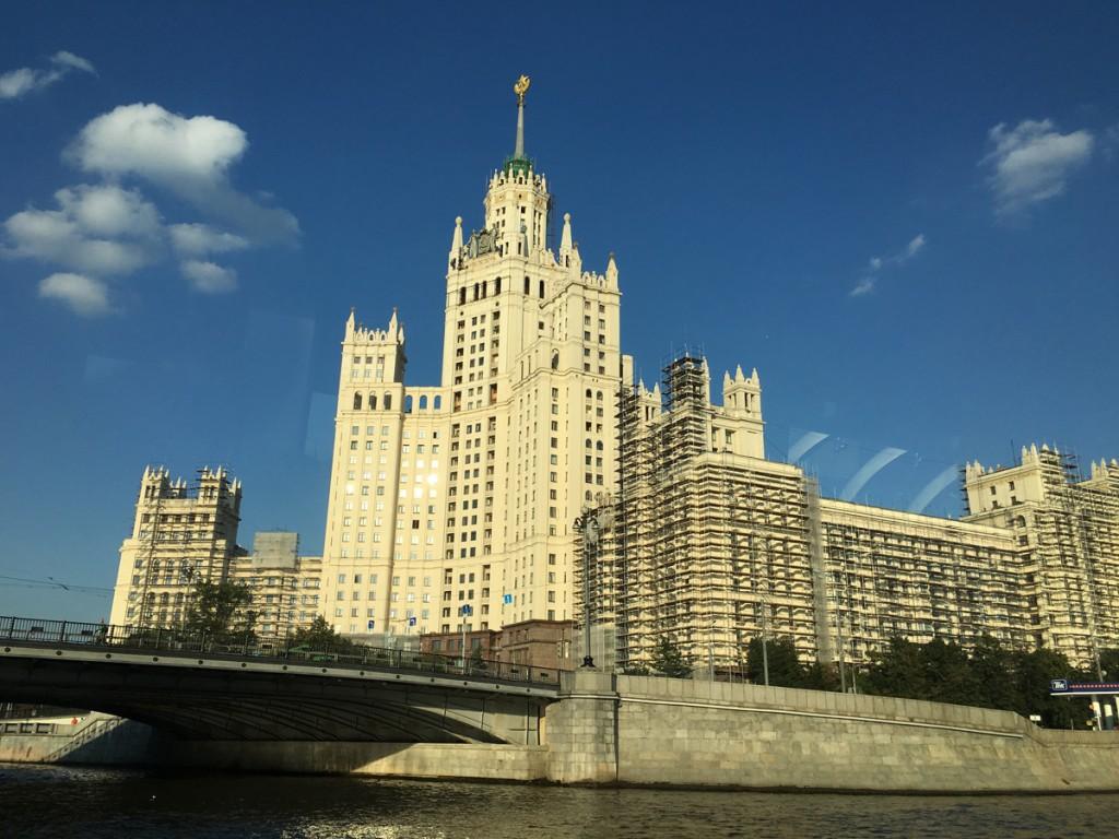 L'immeuble Kotelnichevskaya, l'un des sept gratte-ciel construits par Staline en 1952.