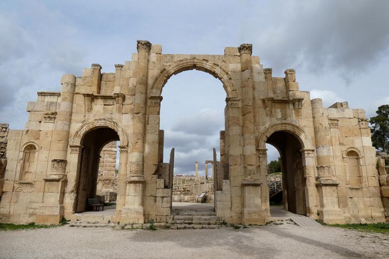 L'entrée sud, moins imposante que l'arc d'Hadrien.