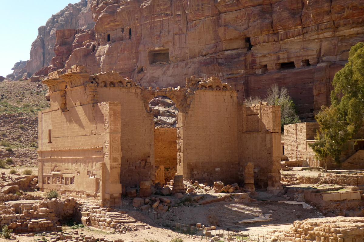 Le Palais de la Fille du Pharaon, dans la lumière.