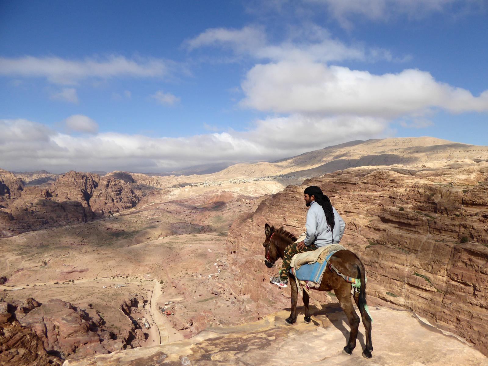 La vue depuis le Haut-Lieu du sacrifice est spectaculaire (merci à Steven pour la photo).
